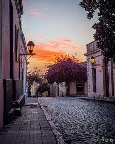 A beautiful sunset in Colonia del Sacramento, Uruguay by @clairjulia_photography #beautifullatinamerica | Un bello atardecer en Colonia del Sacramento, Uruguay #latinoamericahermosa