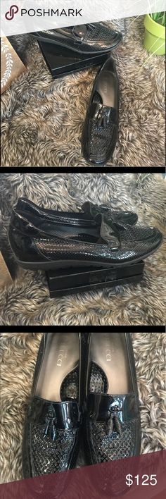 NN Sesto Meucci Italian Patent Leather Loafers 8.5 Nearly new High end Italian designer Sesto Meucci carried by stores like Neiman Marcus and Harrods.  Supple patent leather with Tassel details and hand cut perforations.  High tech cushioned soles and leather insoles.  Only signs of wear are very slight creasing at the bend of the foot and slight wear to bottoms. Sesto Meucci Shoes Flats & Loafers