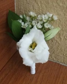 White Lisianthus Boutonniere #whiteflowerboutonniere #whitelisianthusboutonniere #lisianthusboutonniere #mybouquetlv