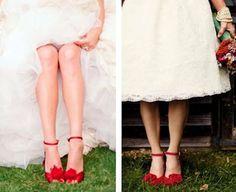 Novias atrevidas y apasionadas enamoradas de los zapatos rojos. #innovias https://innovias.wordpress.com/2017/09/04/las-novias-innovias-eligen-los-zapatos-de-novia-mas-originales/