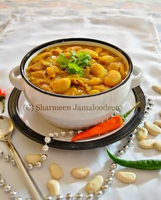 The so famous Mauritian Lima Beans Curry (Masala Gros Pois)! :) This dish is among one of the base food in the Mauritian Cuisine. Curry Recipes, Vegetarian Recipes, Savoury Recipes, Mauritian Food, Curry One, Beans Curry, Legumes Recipe, World Recipes, Biryani