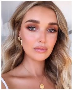 Bridal Makeup For Brown Eyes, Bride Makeup Natural, Blue Eye Makeup, Wedding Hair And Makeup, Hair Makeup, Bridal Makeup Videos, Blonde Hair Blue Eyes Makeup, Peach Makeup Look, Blonde Green Eyes