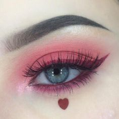 Is the eyeliner just a line decorated at the end of the eye? Can a simple extension draw the right eyeliner? And can only paint black? Makeup Goals, Makeup Inspo, Makeup Art, Makeup Inspiration, Beauty Makeup, Makeup Ideas, Makeup Tips, Cute Makeup, Pretty Makeup