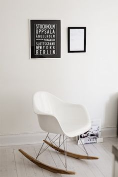 eames chair and frames Scandinavian Living, Scandinavian Design, Eames Rocker, Home Furniture, Furniture Design, White Apartment, By Lassen, Black And White Interior, Black White