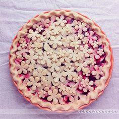 14 of the Most Creative Pie Crust Designs Köstliche Desserts, Delicious Desserts, Dessert Recipes, Creative Pie Crust, Beautiful Pie Crusts, Pie Crust Designs, Pie Decoration, Pies Art, Pastry Recipes
