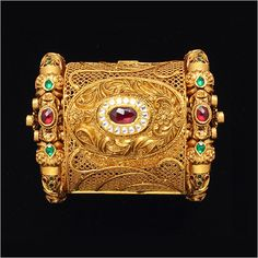 Gold-Jewellery.jpg 450×450 pixels