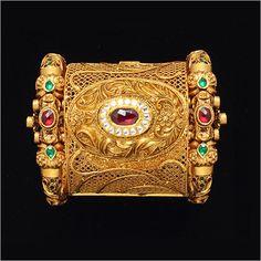 Gold-Jewellery.jpg 450×450 pixels