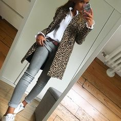 Leopard coat with grey jeans Timeless fa. Leopard coat with grey jeans Timeless fashion classic Fashion Mode, Look Fashion, Timeless Fashion, Autumn Fashion, Womens Fashion, Dress Fashion, Classic Fashion Outfits, Fashion Clothes, Feminine Fashion