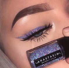 Glitter eyeliner using ABH cosmetics. - Chanel Skincare - Ideas of Chanel Skincare - Glitter eyeliner using ABH cosmetics. Lila Eyeliner, Purple Eyeliner, Glitter Eye Makeup, Glitter Eyebrows, Glitter Eyeshadow Tutorial, Sparkle Makeup, Eyeliner Ideas, Glitter Face, Makeup Trends