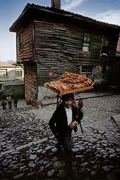 Istanbul - Simit vendor, Zeyrek, 1974, Photo by Ara Guler/Magnum