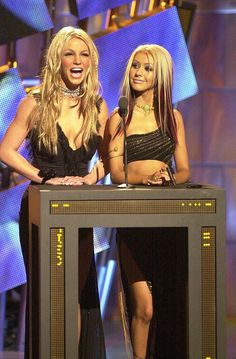 Christina Aguilera and Britney Spears in 2000. That hair!