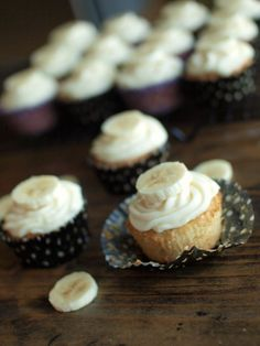Banana Cupcakes with Cream Cheese Frosting #veggieandthebeast