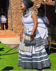 Hey guys, welcome to see the best collection of TRADITIONAL XHOSA DRESSES and it's time for new edition of xhosa wedding ideas inspiration South African Traditional Dresses, African Traditional Wedding, Traditional Fashion, Traditional Styles, African Wedding Attire, African Attire, African Wear, African Tops, African Weddings