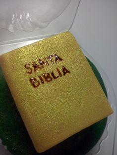 Biblia en pasta de goma para cupcake :3