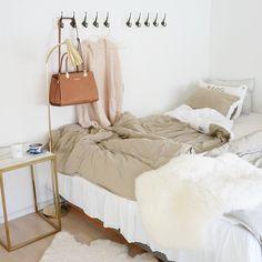 """""""Sov som en prinsessa inatt i nya sängkläder från @beachhousecompany Den här nyheten heter #foldtan och jag tycker den är så mjuk och fin i tonen …"""""""