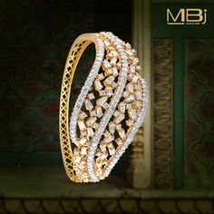 Diamond bracelet with round & baguette shaped diamonds