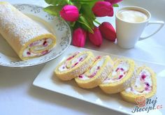 Easy Cake : Biscuit roll with cottage cheese and strawberries - Easy Recipes, Ramzan Recipe, German Baking, Easy Cake Decorating, Yule Log, Cake & Co, Pudding Desserts, Cottage Cheese, Biscuits, Pavlova