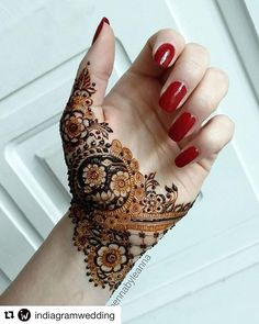 Easy Henna Pictures - Easy Henna Design Only Palm Pictures Gallery for Girl. best collection easy henna design images gallery that suitable for girl Mehandi Designs Images, Mehndi Designs 2018, Mehndi Design Photos, Unique Mehndi Designs, Best Mehndi Designs, Henna Designs Easy, Arabic Mehndi Designs, Beautiful Henna Designs, Mehndi Designs For Hands
