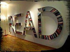 Boekenkast School of als je muren teveel hebt ;)