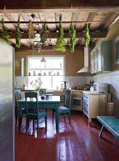 Maltti on valttia perinnerakentamisessa Koti, Scandinavian Home, Decor Ideas, Homes, Table, Furniture, Home Decor, Houses, Decoration Home