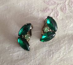 Vintage clip on earrings emerald green by Chancevintageandsuch,