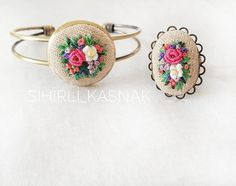 This Pin was discovered by Pra Bullion Embroidery, Embroidery Sampler, Hand Embroidery Stitches, Embroidery Jewelry, Silk Ribbon Embroidery, Hand Embroidery Designs, Floral Embroidery, Embroidery Patterns, Jewelry Wall