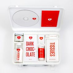 No hay mejor regalo para el mal de amores que este perfecto kit diseñado por #MelanieChernock #SanValentin #maldeamores #ideacreativa #inspiration #creativity #packaging #publicidad #ideasquenosinspiran