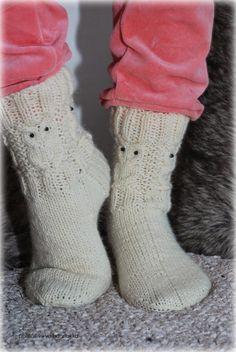 villasukka ohje - Google-haku Knit Art, Crochet Shoes, Sissi, Knitting Socks, Handicraft, Mittens, Owl, Fabric, Crocheting