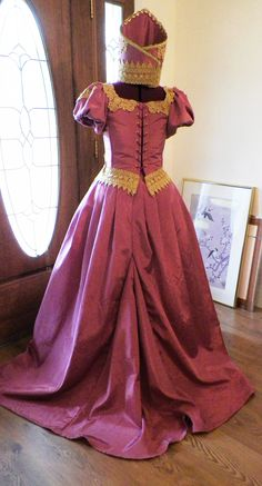 Reproduction Russian Court Wedding gown back view.