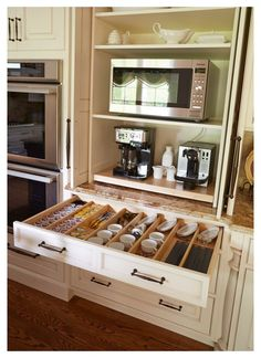 Coffee Station Kitchen, Coffee Bars In Kitchen, Home Coffee Stations, Kitchen Corner, New Kitchen, Kitchen Decor, Kitchen Ideas, Corner Sink, Kitchen Small