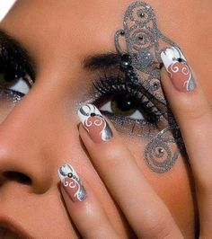 Most of the women who suffer from having short nails try to increase the beauty of their natural nails through applying artificial nails that differ in Funky Nails, Love Nails, How To Do Nails, Sexy Nails, Fabulous Nails, Gorgeous Nails, Pretty Nails, Artificial Nails, Beautiful Nail Art