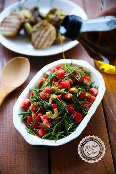 Zahter Salatası (Taze) – Mutfak Sırları – Pratik Yemek Tarifleri Turkish Salad, Asian Recipes, Ethnic Recipes, Kung Pao Chicken, Starters, I Foods, Pasta Salad, Tapas, Beverage