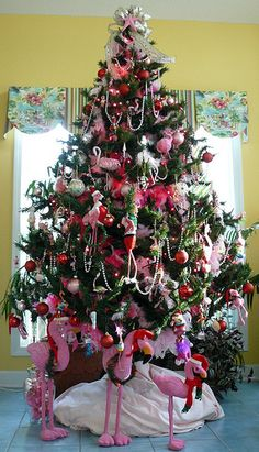 It's a Flamingo Christmas ! by trahudpoo, via Flickr