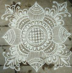 Indian Rangoli Designs, Simple Rangoli Designs Images, Rangoli Designs Latest, Rangoli Border Designs, Rangoli Patterns, Rangoli Ideas, Rangoli Designs With Dots, Beautiful Rangoli Designs, Easy Rangoli