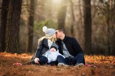 Familie Foto Idee - The world's most private search engine Winter Family Pictures, Family Photos With Baby, Family Of 3, Fall Pictures, Fall Photos, Baby Family, Family Pics, Outdoor Family Photography, Outdoor Family Photos