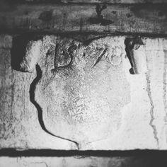 Stit na Renesancnom kamennom kutovom krbe z roku 1578. ... #renesancia #krb #1578 #nitrianskablatnica San, Abstract, Artwork, Life, Instagram, Summary, Work Of Art, Auguste Rodin Artwork, Artworks