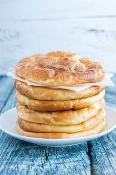 Easy & Delicious Cloud Bread Recipes Low Carb, Keto & Gluten Free - Let's make it yourself healhty tasty food - get more benefit for your good body shape Low Carb Burger Buns, Keto Burger, Low Carb Recipes, Real Food Recipes, Yummy Food, Bread Recipes, Easy Recipes, Healthy Recipes, Popular Recipes