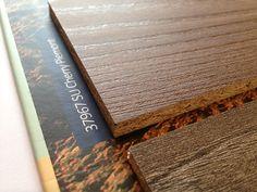 Interior catálogo formato folleto 4 caras, exhibidor muestras colección tableros sincronizadas 2
