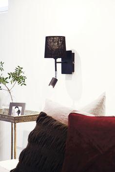 Vägglampa Ohio i svart, finns också i mässing. Wall lamp Ohio in black, there is also a model in brass.