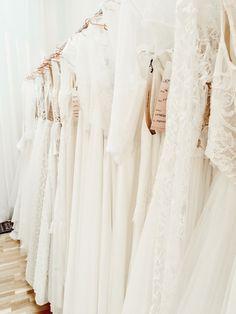 Brautkleidsuche   30 Hochzeitskleider und das Kleid meiner Träume #brautkleidsuche #brautkleid Lace Wedding, Wedding Dresses, Pretty Woman, Fashion, Fiction, Newlyweds, Wedding Dress Lace, Getting Married, Dress Wedding