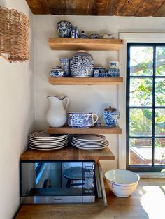 My Stay at Sea Roost in Montauk Small Beach Houses, Ocean House, Open Shelving, Shelves, Modern Cottage, Cabin Design, Wood Ceilings, Cabin Homes, Small Living