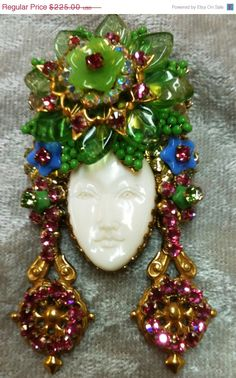 Remove the head part and I would love this! Vintage Costume Jewelry, Vintage Costumes, Vintage Jewelry, Vintage Rhinestone, Vintage Brooches, Fine Jewelry, Jewelry Making, Unique Jewelry, Miriam Haskell