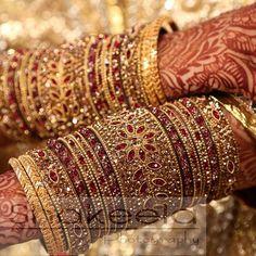 Green Thread Bangles for a menhdi bride. Thread Bangles, Silver Bangle Bracelets, Bridal Bangles, Bridal Jewelry, Bridal Earrings, Indian Wedding Jewelry, Indian Jewelry, Chuda Bangles, Bridal Jewellery Inspiration