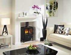 Een klein formaat kachel voor in een klassiek schouw als elektrische sfeerverwarming van de woonkamer van Faber | Tibas haarden & kachels Gouda