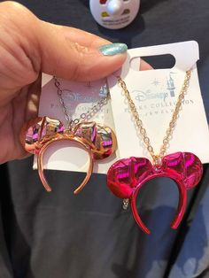 New Minnie Mouse Color Trend Jewelry Is On Point Disney Couture Jewelry, Disney Jewelry, Broches Disney, Jewelry Trends, Jewelry Accessories, Fashion Accessories, Cute Disney Outfits, Mouse Color, Accesorios Casual