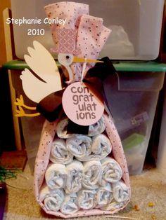 Olá, boa tarde!!!!!!!!!!     Tô viciada no pinterest ... em minha idas e vindas por lá encontrei um arranjo para decoração de Chá de beb...