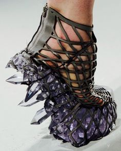 crazy shoes Iris Van Herpen Fall 2015 Shoes (Im sure these are not vegan, but they are so crazy I had to pin them! Can you imagine the crystals crunching underfoot! Women's Shoes, Me Too Shoes, Shoe Boots, Wrap Shoes, Iris Van Herpen, Funny Shoes, Weird Shoes, Crazy Heels, Shoes 2015