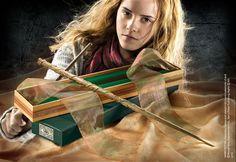 Baguette de Hermione Granger Informations générales Coulisses La baguette de Hermione Granger est en vigne, avec du Ventricule de dragon à l'intérieur et mesure 27,30 centimètres. Elle a été utilisée par Hermione lors de sa scolarité à Poudlard. La baguette fut abandonnée au Manoir des Malefoy lors de leur fuite de celui-ci