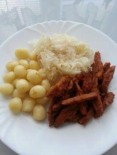 Kytičkový den - dušené zelí, bramborové noky a dobáčky ze sojového masa.