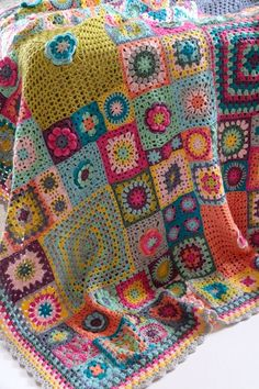 SEWING BLANKETS Vintage Sweethearts Blanket: This blanket has been inspired not only by my love of granny squares but also by memories of wonderful crochet and knitted blankets around me as a child.The Vintage Sweethearts blanket by Cherry Heart. Motifs Granny Square, Granny Square Crochet Pattern, Afghan Crochet Patterns, Crochet Squares, Crochet Square Blanket, Heart Granny Square, Vintage Crochet Patterns, Crochet Edgings, Square Quilt